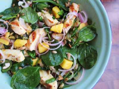 Салат с копченой курицей и шпинатом — просто и вкусно на каждый день
