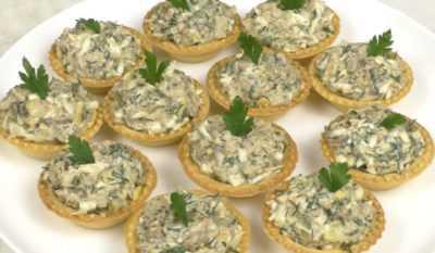 Салат из печени трески в тарталетках — просто и вкусно на каждый день