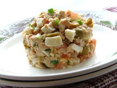 Салат из печени трески с рисом — просто и вкусно на каждый день