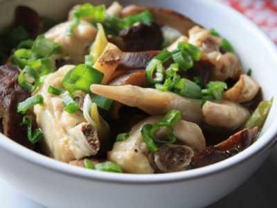 Сочные куриные крылышки на пару с грибами — просто и вкусно на каждый день