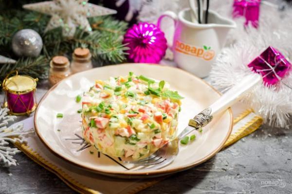 Салат с крабовыми палочками на Новый год - просто,вкусно - фоторецепт пошагово