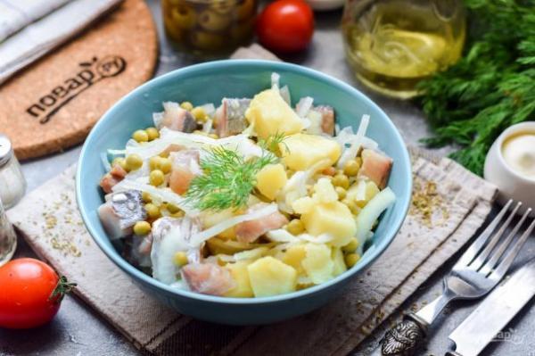 Салат из селедки с луком и горошком - просто,вкусно - фоторецепт пошагово