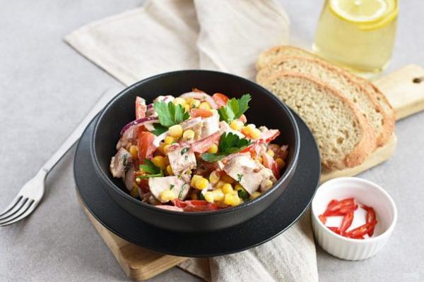 Салат с помидорами и куриным филе - просто,вкусно - фоторецепт пошагово
